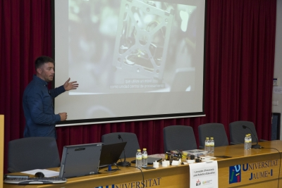 Ponencia Makers en el Aula - EduBot Universitat Jaime  I